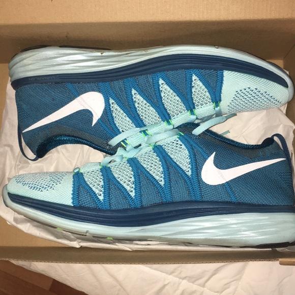 50ac8f06bb259 Nike Flyknit Lunar 2 Womens Running Blue Turquoise.  M 5a55a79350687c6bb008655a